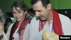 Башар Асад с супругой Асмой (слева), Дамаск, 16 апреля 2012