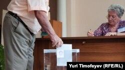 По мнению оппозиционеров, референдум – это законная возможность для граждан выразить свое мнение и лучше провести его, чем поднимать людей на митинги и штурмы