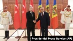 Туркия президенти Ражаб ТоййибЭрдўғон Молдова президенти Игорь Додон билан.