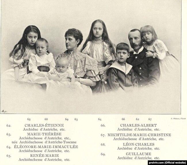 Вільгельм – найменший серед дітей – на руках у матері