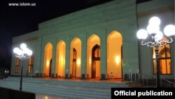 """O'zbekistonda yilning eng obod masjidi deb topilgan Toshkentdagi """"Chimir ota"""" masjidi."""