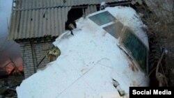 На месте крушения грузового самолета турецкой авиакомпании в Чуйской области Кыргызстана вблизи аэропорта Манас. 16 января 2017 года.