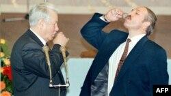 Барыс Ельцын і Аляксандар Лукашэнка падчас падпісаньня дамовы пра стварэньне саюзнай дзяржавы ў 1996 годзе
