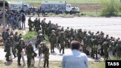 Российские силовики на Турецком валу, 3 мая 2014 года