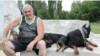 Зоопсихологът Александър Георгиев и трите му кучета