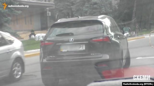 Lexus NX, на якому пересувається співробітник СБУ Масьондз, також йому не належить