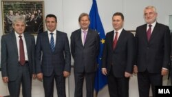 Архивска фотографија- Средба на еврокомесарот Јоханес Хан со Ахмети, Заев, Груевски и Тачи.