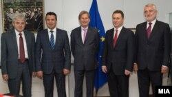 Средба на еврокомесарот Јоханес Хан со лидерите на четрите најголеми македонски партии Груевски, Заев, Ахмети и Тачи. (архивска фотографија)