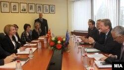 Средба на вицепремиерката Теута Арифи со комесарот за проширување и соседска политика на ЕУ, Штефан Филе