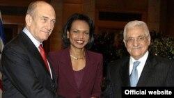 Кондолиза Райс и Эхуд Ольмерт не собираются оставлять Аббасу пространство для маневра