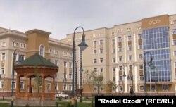 """Бемористони """"Истиқлол"""" дар Душанбе."""