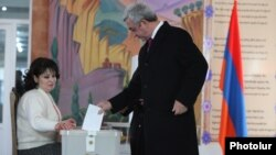 Armenia -- President Serzh Sarkisian votes in a constitutional referendum, Yerevan, 6Dec2015