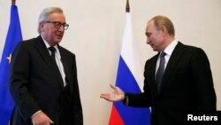 Владимир Путин жана Жан-Клод Юнкер Санкт-Петербургда жолуккан учур. 16-июнь, 2016-жыл.