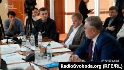 «Якщо охороні Медведчука хтось сказав, що вони можуть учиняти будь-які дії щодо журналістів, аби не допустити зйомки літака та пасажирів, і не понесуть відповідальності, то їм збрехали» – зазначив Михайло Ткач на засіданні