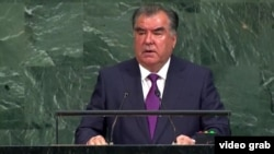 Эмомали Рахмон выступает с трибуны ООН.