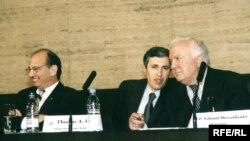 """ედუარდ შევარდნაძე სტუმრად რადიო """"თავისუფლების"""" პრაღის შტაბბინაში. 2002 წ."""