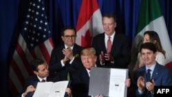 Мексиканският и американският президенти Енрике Пена Нието и Доналд Тръм и канадският премиер Джъстин Трюдо подписаха новото споразумение на 30 ноември 2018 г. в Буенос Айрес