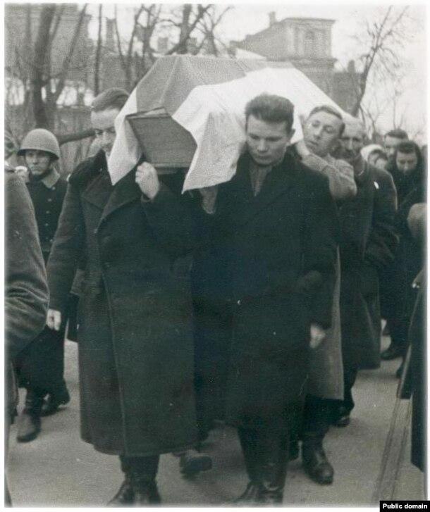 Пахаваньне Вацлава Іваноўскага. 1943 г.
