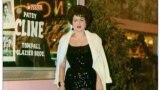 Патси Клайн после выступления в казино The Mint Las Vegas в Лас-Вегасе. 1962