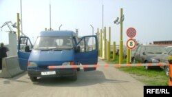 Checkpoint at the port
