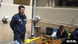 В качестве наглядного примера участники акции разложили разные типы взрывчатых материалов