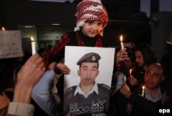 Маленькая родственница сожженного заживо иорданского пилота