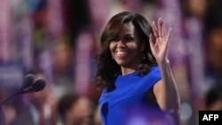 АҚШнинг президентининг рафиқаси Мишель Обама Демократлар партияси қурултойида, Филадельфия, 2016 йил 25 июли.