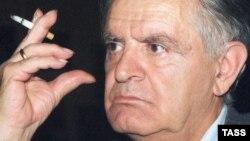В 2012 году из резервного фонда премьер-министра Абхазии было выделено 5 миллионов 300 тысяч рублей на капитальный ремонт дома семьи Искандеров, котрый является одним из старейших зданий Сухума. Знаменитый писатель родился и рос именно в этом доме