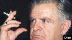 Yazıçı Fazil İsgəndər, 01 okt. 1998
