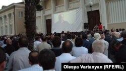 Массовое собрание в Сухуми (фото из архива)