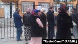 Назди бинои комиссариати ҳарбии вилояти Хатлон