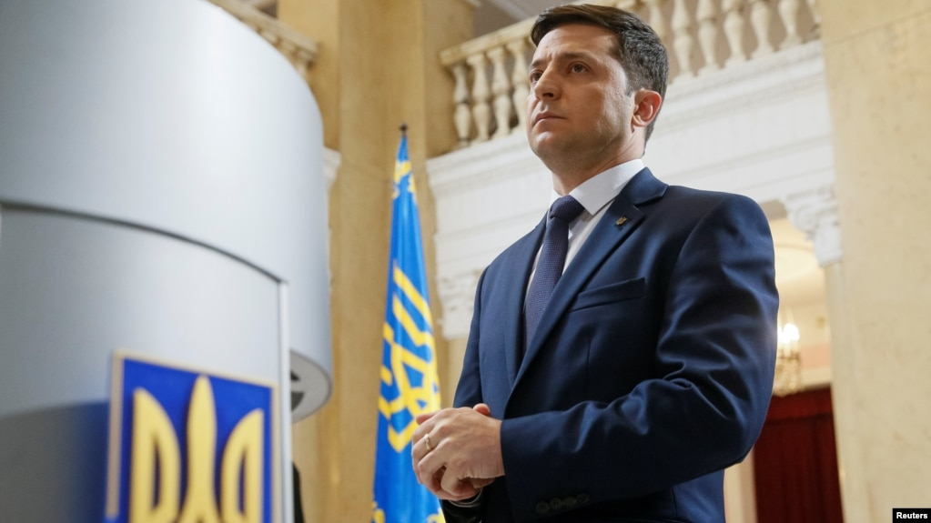 Ukraine to inaugurate comedian Zelensky as president