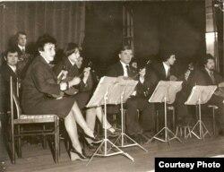 Александр Заболотний на концерте (в центре)