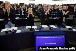 Депутаты Европарламента приветствуют объявление о присуждении премии Сахарова Олегу Сенцову