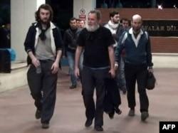Четыре освобожденных французских журналиста на родине. 20 апреля
