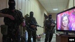 Проросійські бойовики в будівлі прокуратури Луганської області, 30 квітня 2014 року