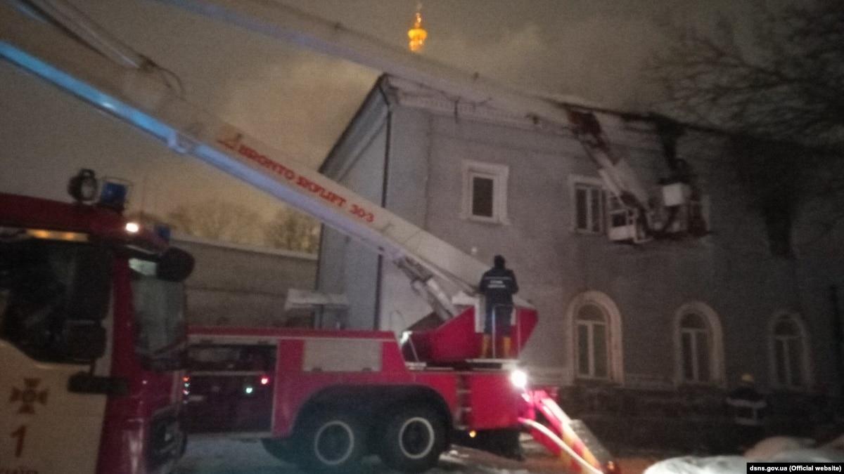 Пожар в здании возле Киево-Печерской лавры потушили – ГСЧС