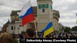 В Варшаве на акцию соладирности с Украиной вышли и представители России.