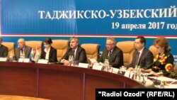Тәжікстан-Өзбекстан бизнес-форумына қатысушылар. Душанбе, 20 сәуір 2017 жыл.