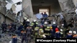 Спасательные работы на рухнувшем здании