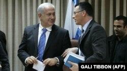 گیدئون ساعار وزیر پیشین امور داخلی اسرائیل (وسط) از چهرههایی است که خواستار حمایت دولت نتانیاهو از همهپرسی استقلال کردستان شده است.