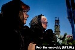 Супруга погибшего Виталия Нижельского Ольга (справа) и мать Ляля Наримановна