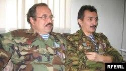Ауғандық жауынгерлер Сергей Ефименко мен Мұрат Әбдішүкіров.Алматы, 24 желтоқсан, 2008 жыл.