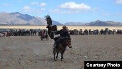 Состязания среди беркутчи в Баян-Улгийском аймаке Монголии. 5 октября 2014 года.