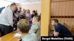 Один из участников пыток, сотрудник ИК №1 Максим Яблоков, в суде