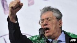 Умберто Босси на одном из предвыборных митингов, 2010 год