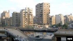 Мост на юге Бейрута, разрушенный в ходе налета израильской авиации.
