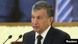 Тогда ещё лишь премьер-министр Узбекистана Шавкат Мирзияев выступает на траурной церемонии в связи с кончиной президента Ислама Каримова. Самарканд, 3 сентября 2016 года.