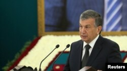 Uzbek interim leader and then-prime minister Shavkat Mirziyoyev delivers a speech during a mourning ceremony in Samarkand on September 3.