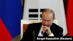 Лицом к событию. Зачем Путин стреляет себе в ногу?